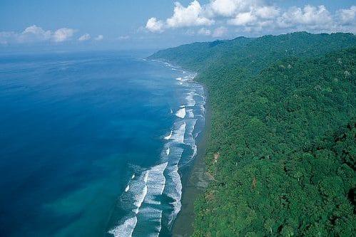 Faire du surf au Costa Rica