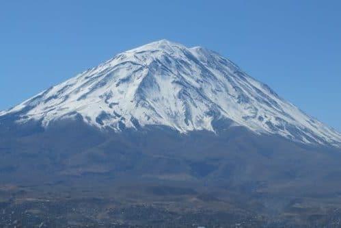 Volcan Misti sous la neige
